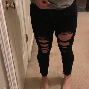 American Eagle Black Cropped Rip Jeans
